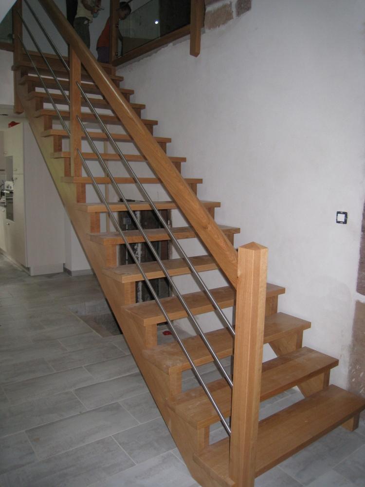 Vernis escalier bois for Poncer un escalier vernis