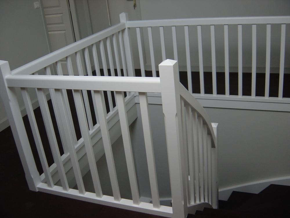 Menuiserie houillon damas et bettegney vosges 88 - Escalier en bois repeint ...